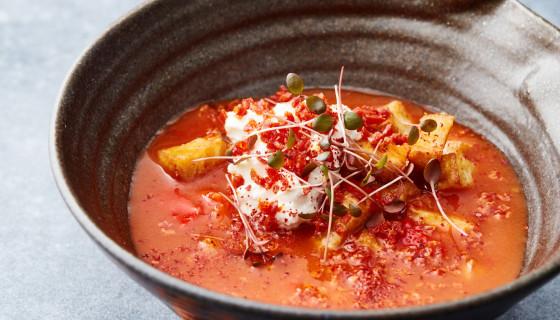 1. Soep om af te maken: Tomatensoep met Spaanse tortilla, gerookte paprika en chorizo